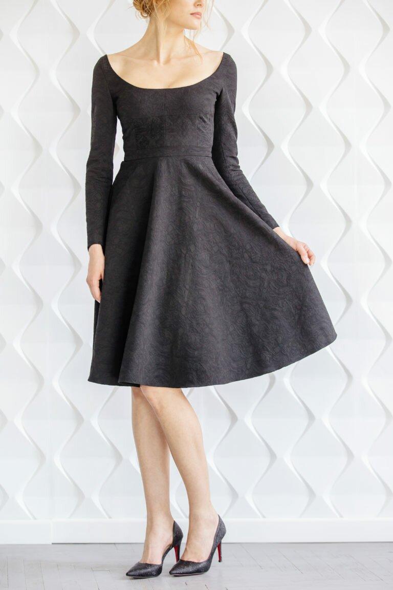 Чорна жакардова сукня